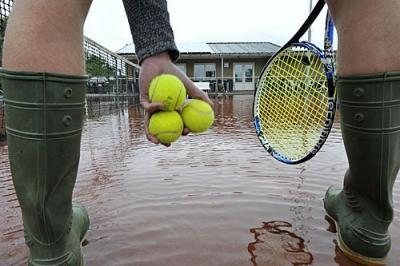 Tennisclub Akkrum pakt wateroverlast banen aan
