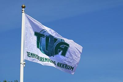 Nieuwe vlag symboliseert start tennisseizoen